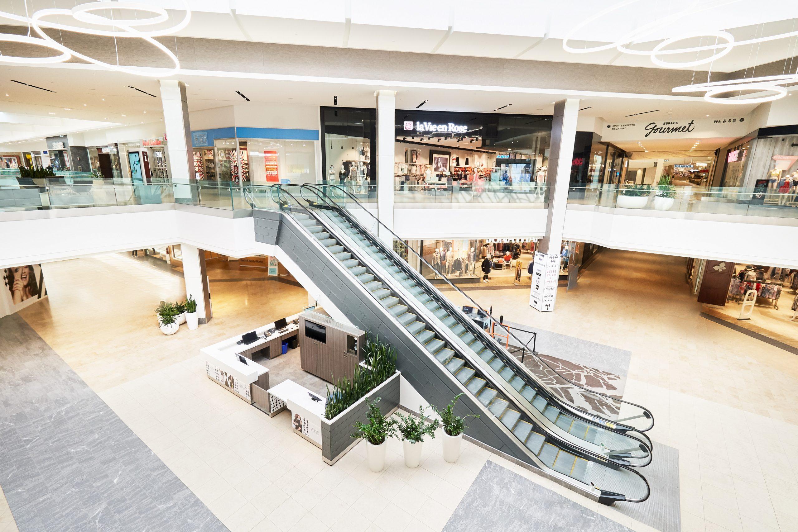 Centre court with guest services & escalators.